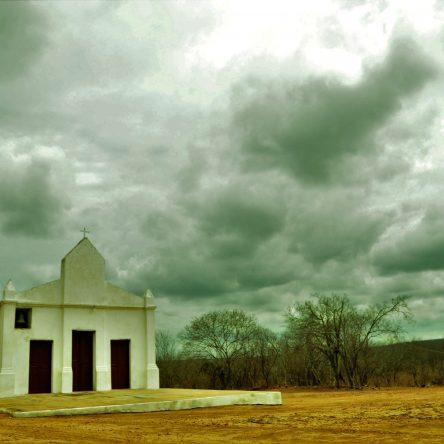 AGRESTE – Quixelô (CE): Uma cidade-fantasma que sobrevive pela fé