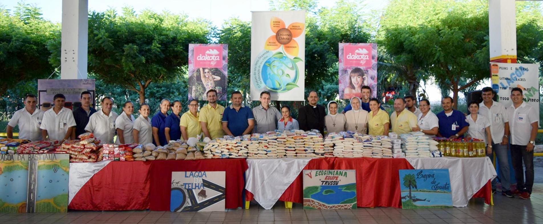 Dakota doa 1 tonelada de alimentos e 250 calças para a Casa de Apoio de Irmã Dulce em Iguatu