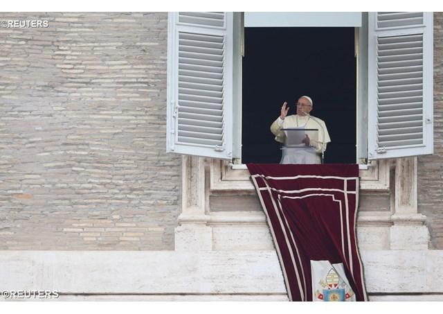 Papa no Angelus: sem o amor, vida e fé permanecem estéreis