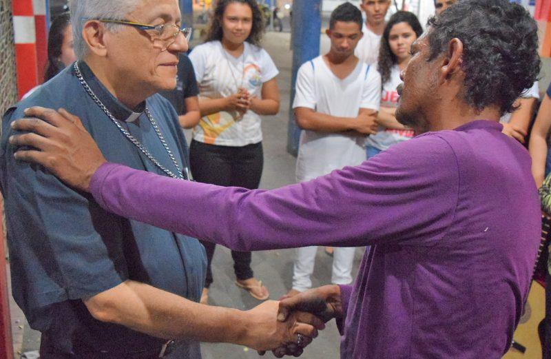 Dom Edson participa de ações solidárias